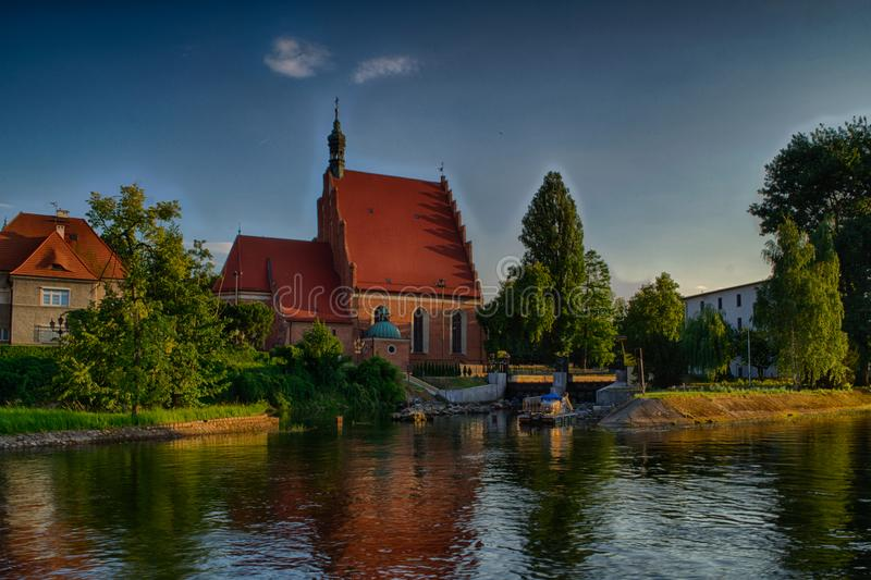 Kyrktaga på ön i staden av Bydgoszcz, Polen fotografering för bildbyråer