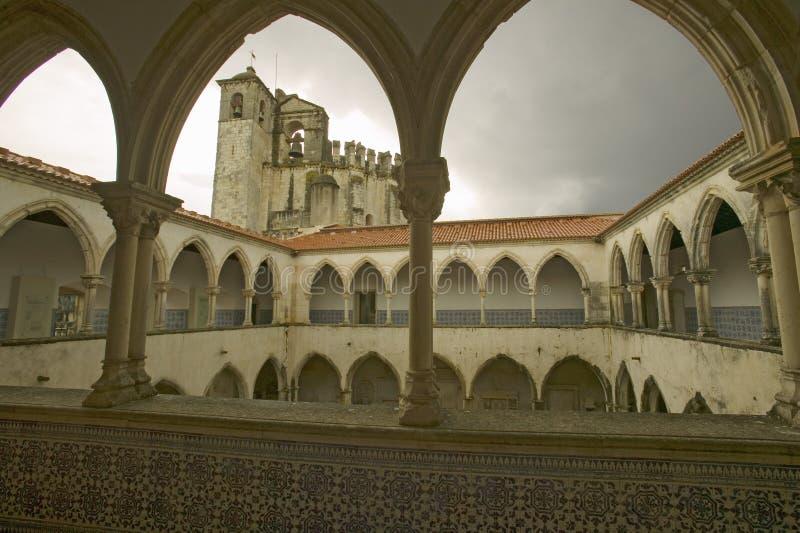 Kyrktaga på Tomar, den Templar slotten, och kloster av riddarna av Kristus som grundas av Gualdim Pais i ANNONSEN 1160, är en Une fotografering för bildbyråer
