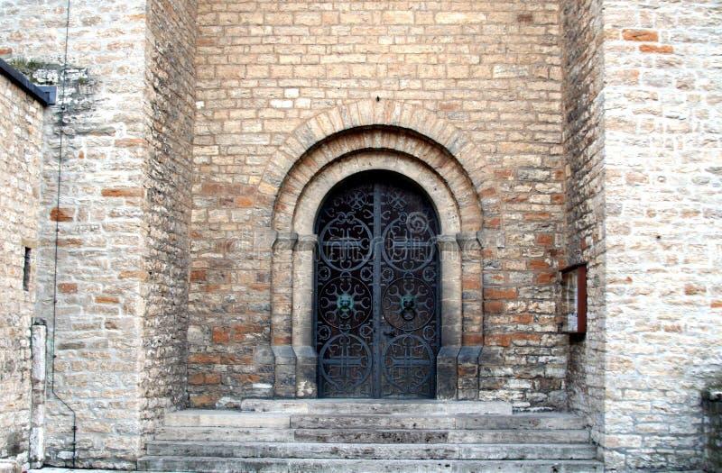 kyrktaga portalen royaltyfri bild