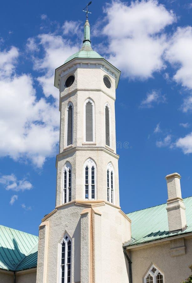 Kyrktorn av den Fredericksburg ländomstolsbyggnaden arkivbild