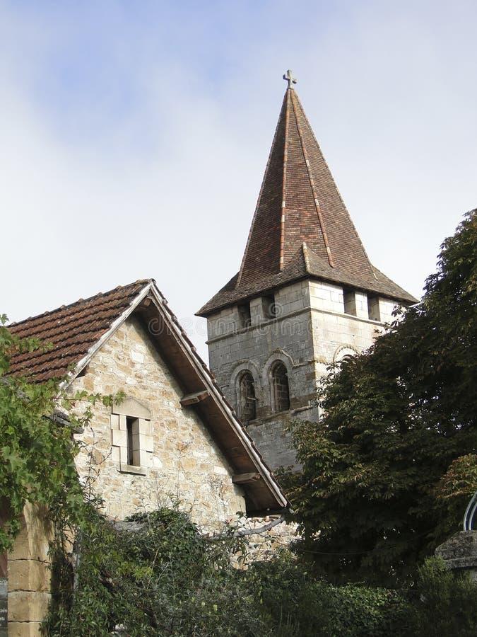 Kyrktorn av medeltida Sts Peter kyrka royaltyfria bilder