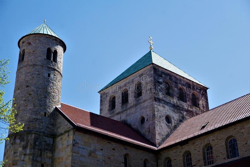 Kyrktorn av Sts Michael kyrka i Hildesheim arkivfoto