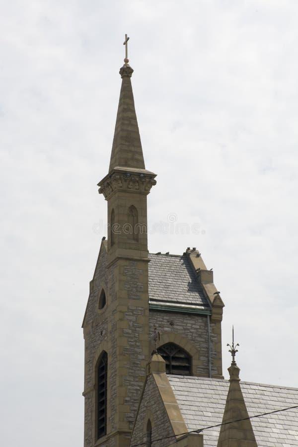 Kyrktorn- och klockatorn royaltyfria bilder