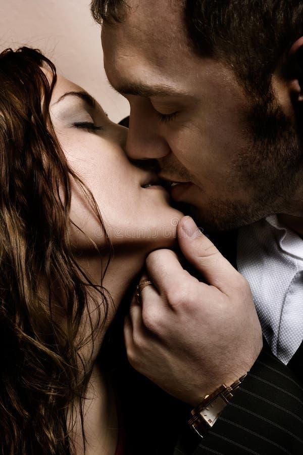 Download Kyss fotografering för bildbyråer. Bild av förälskelse - 3527321