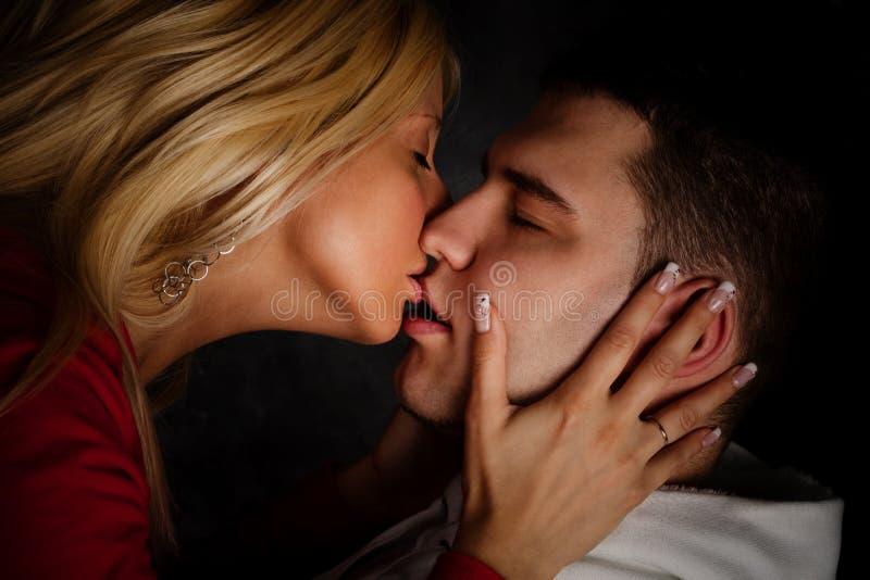 kyss arkivbild