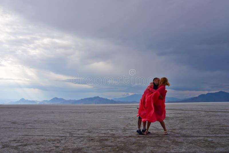Kyss i salta lägenheter arkivfoton