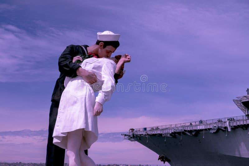Kyss på porten fotografering för bildbyråer