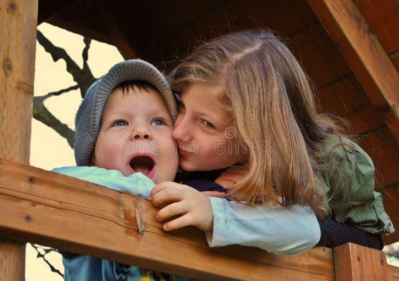 kysssyster fotografering för bildbyråer