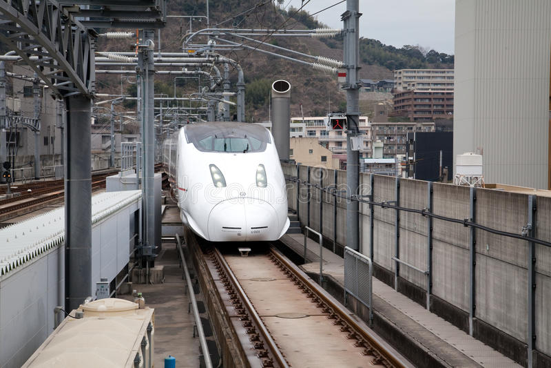 Kyushu Shinkansen tren de punto negro de 800 series imagenes de archivo
