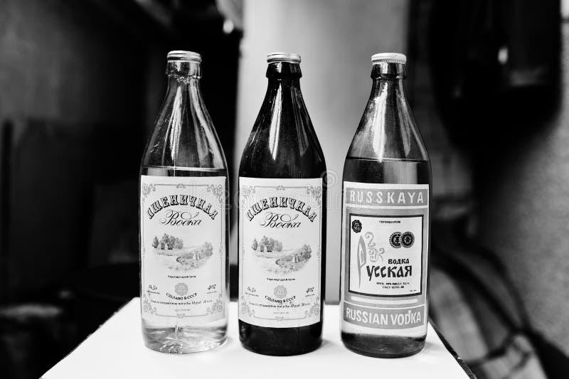 Kyznetsovsk,乌克兰- 2016年7月09日:瓶老苏联伏特加酒 免版税库存照片