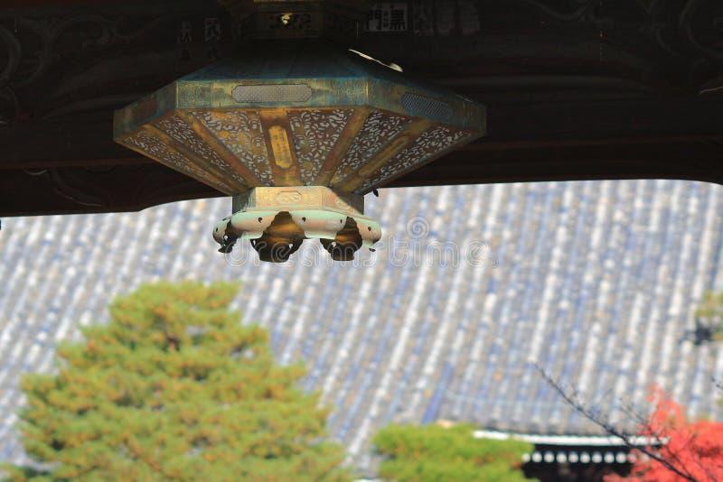 Lámpara antigua en templo chino imagen de archivo