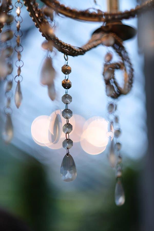 Lámpara antigua estilizada con los colgantes cristalinos imagen de archivo