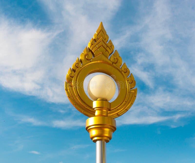Lámpara con la decoración tailandesa del estilo imágenes de archivo libres de regalías