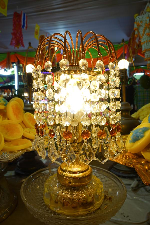 Lámpara con los colgantes cristalinos fotos de archivo