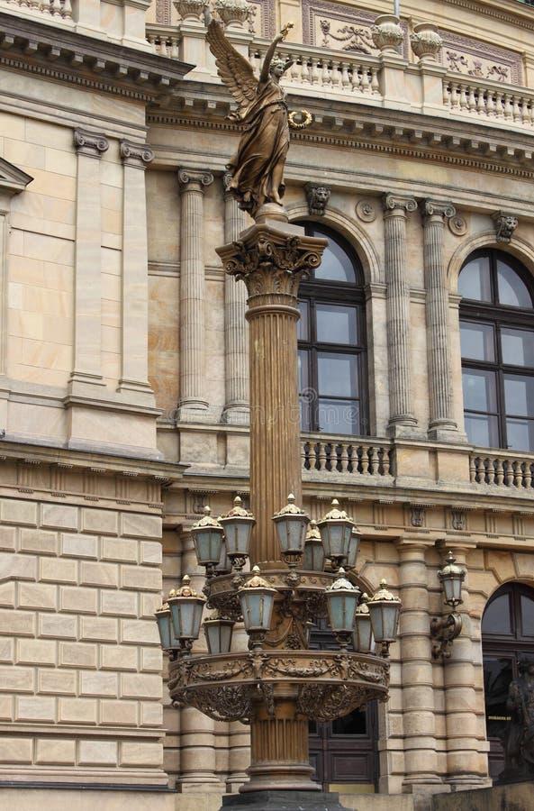 Lámpara de calle artística en Praga imagen de archivo libre de regalías