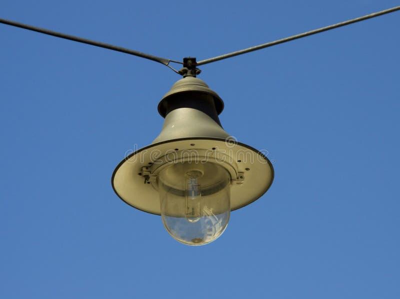 Lámpara de calle colgante foto de archivo libre de regalías