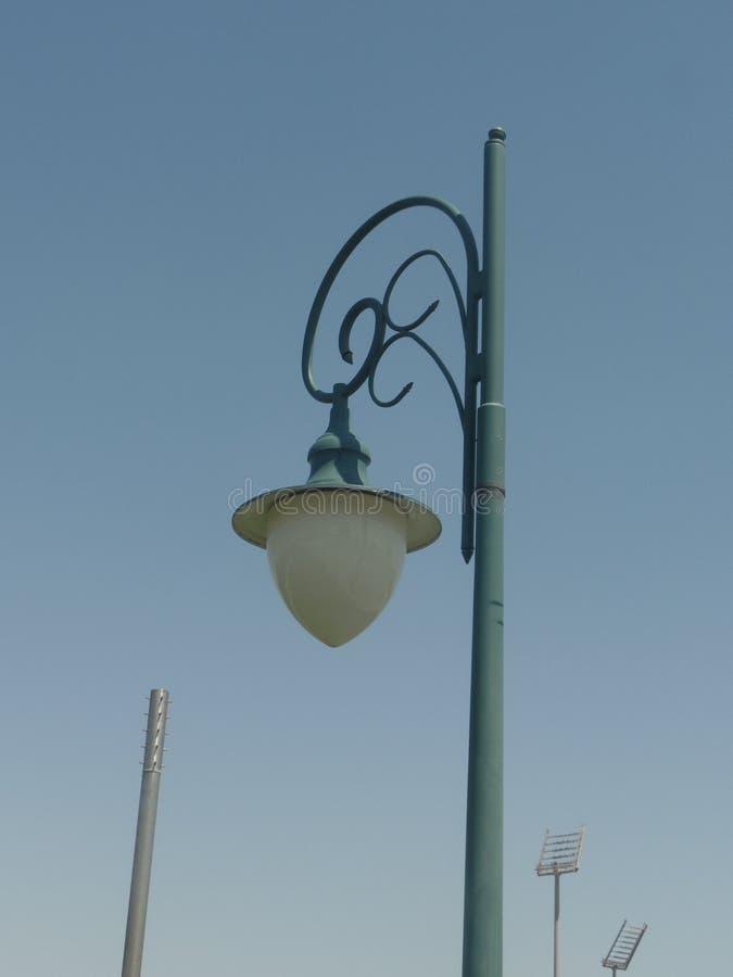 Lámpara de calle elegante en Doha, Qatar foto de archivo libre de regalías