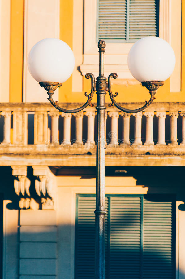 Lámpara de calle pasada de moda fotos de archivo libres de regalías