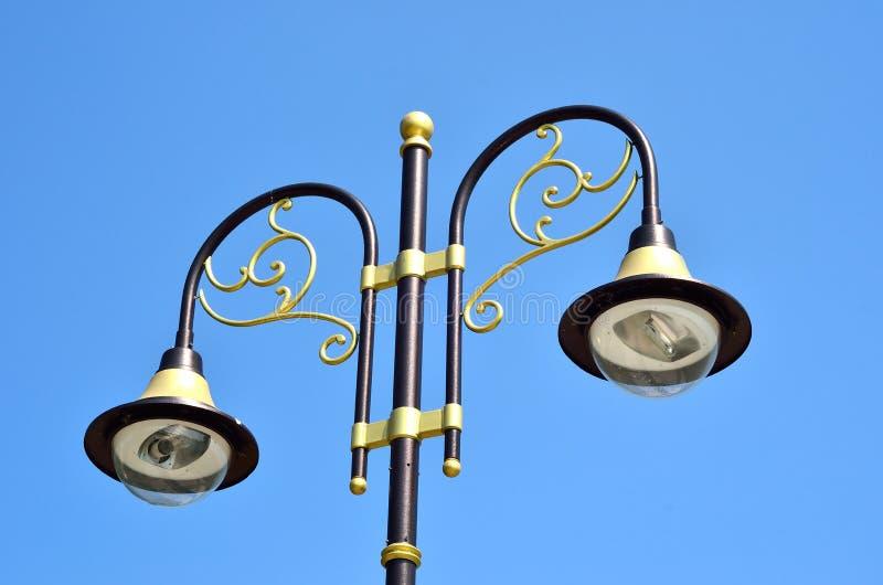 Lámpara de calle vieja decorativa imagenes de archivo