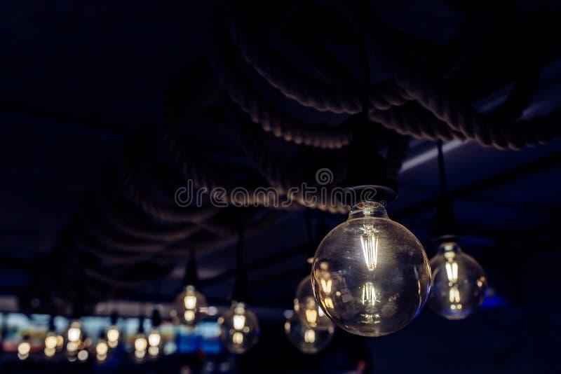 Lámpara de Edisson en un café imágenes de archivo libres de regalías
