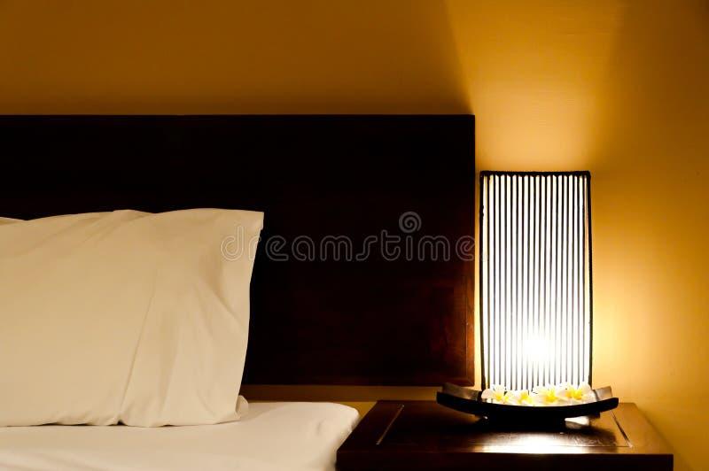 Lámpara de la cama fotografía de archivo libre de regalías