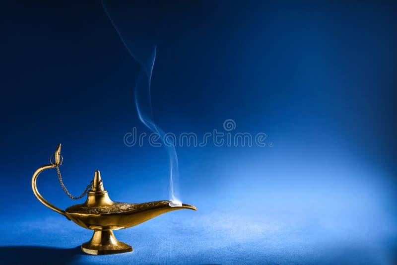Lámpara de la magia de Aladdin imágenes de archivo libres de regalías