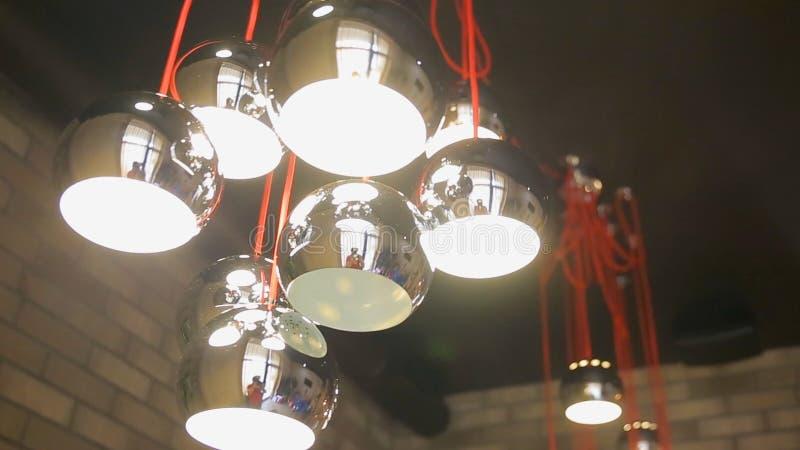 Lámpara de la moda y de la alta tecnología en estilo moderno y del vintage Lámpara caliente de la bombilla del tono Lámparas en c fotografía de archivo libre de regalías
