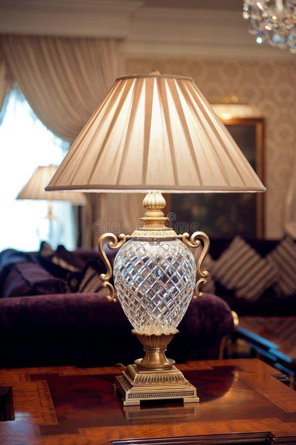 Lámpara de mesa eléctrica de la apariencia vintage fotografía de archivo