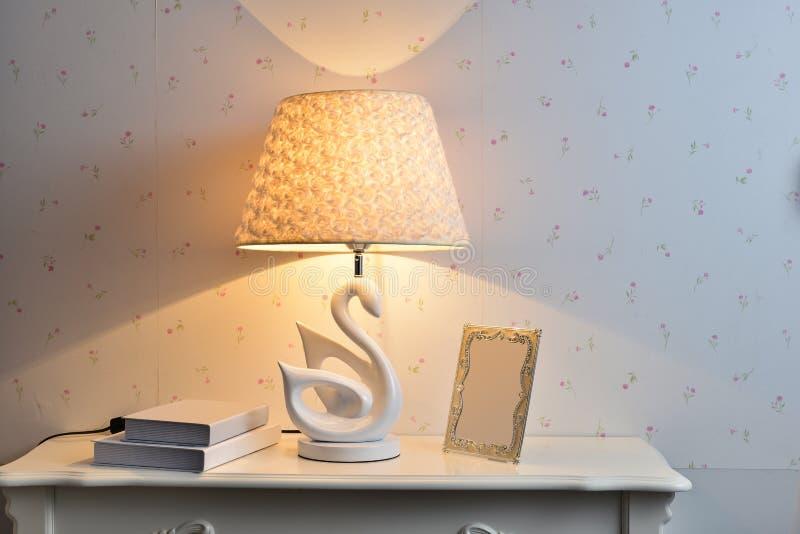 Lámpara de mesa llevada fotografía de archivo libre de regalías