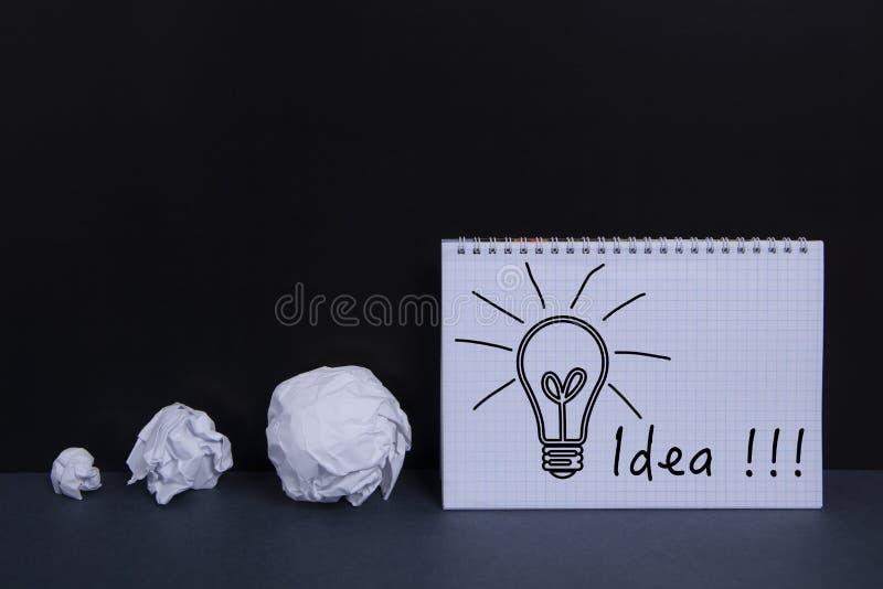 Lámpara de papel e idea imágenes de archivo libres de regalías