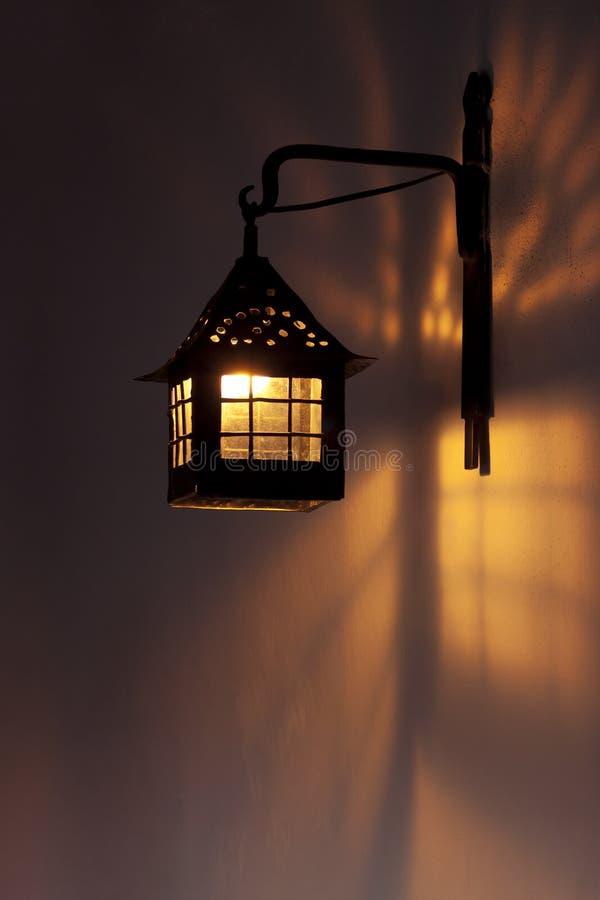 Lámpara de pared antigua fotos de archivo