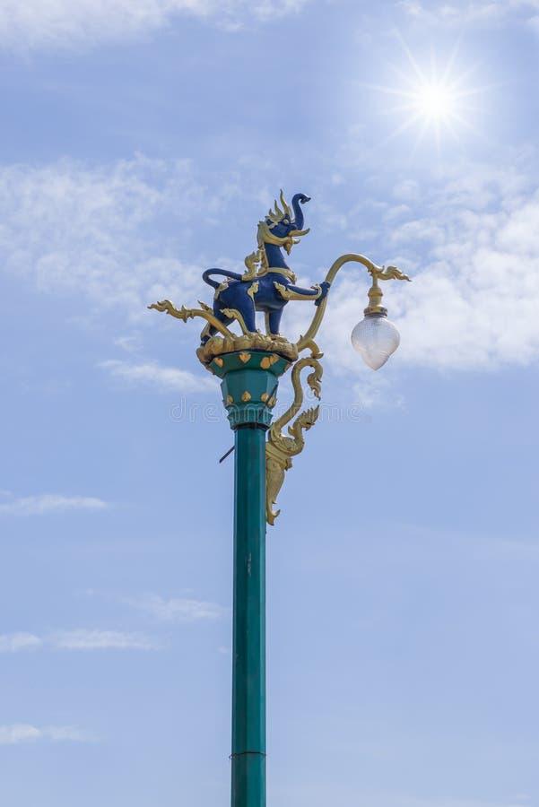 Lámpara del arte del alumbrado público de poste fotos de archivo