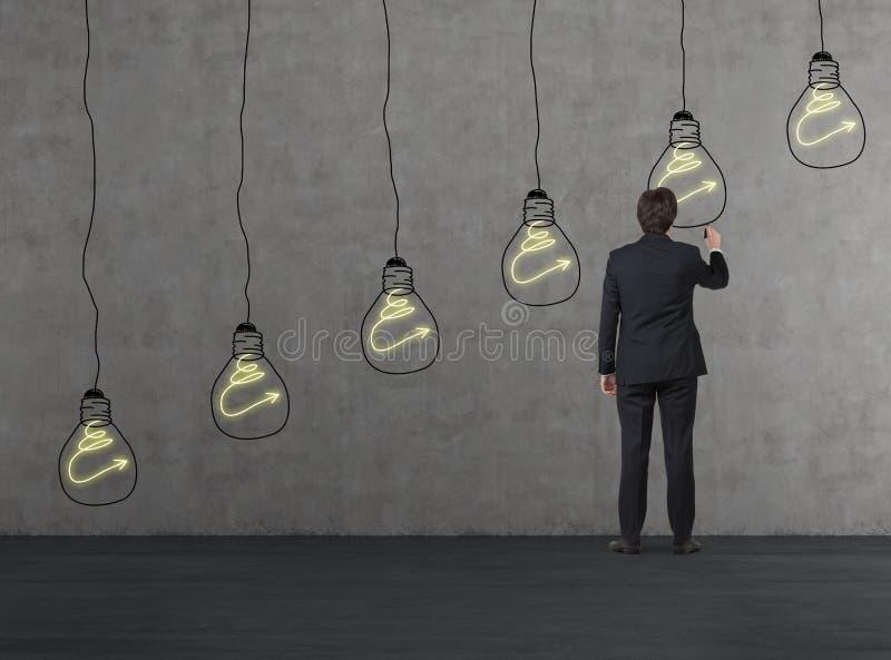 Lámpara del dibujo del hombre de negocios fotos de archivo libres de regalías