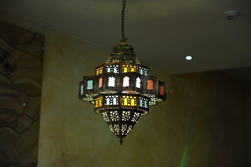 Lámpara del vitral en el techo fotografía de archivo libre de regalías
