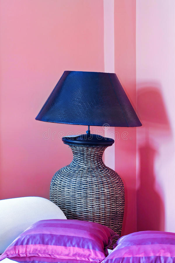 Lámpara en color de rosa foto de archivo