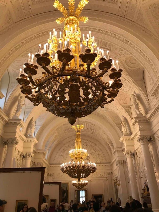 Lámpara en el pasillo grande en el museo de la historia imagen de archivo libre de regalías