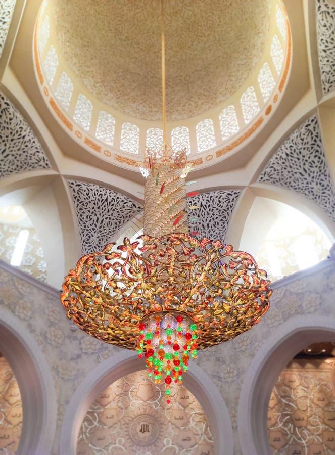 Lámpara en jeque Zayed Mosque imagenes de archivo