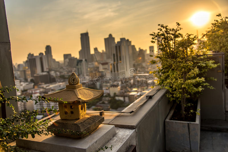 Lámpara en la cima de edificios foto de archivo libre de regalías