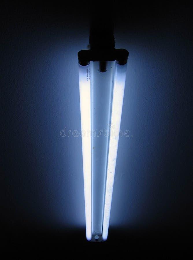 Lámpara en la noche imagen de archivo