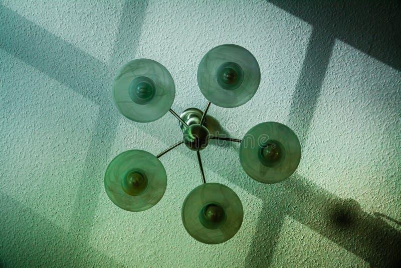 Lámpara en una sala de estar imagenes de archivo