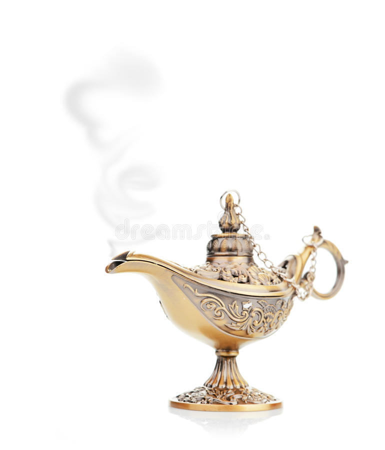 Lámpara mágica de Aladdin aislada en blanco fotos de archivo
