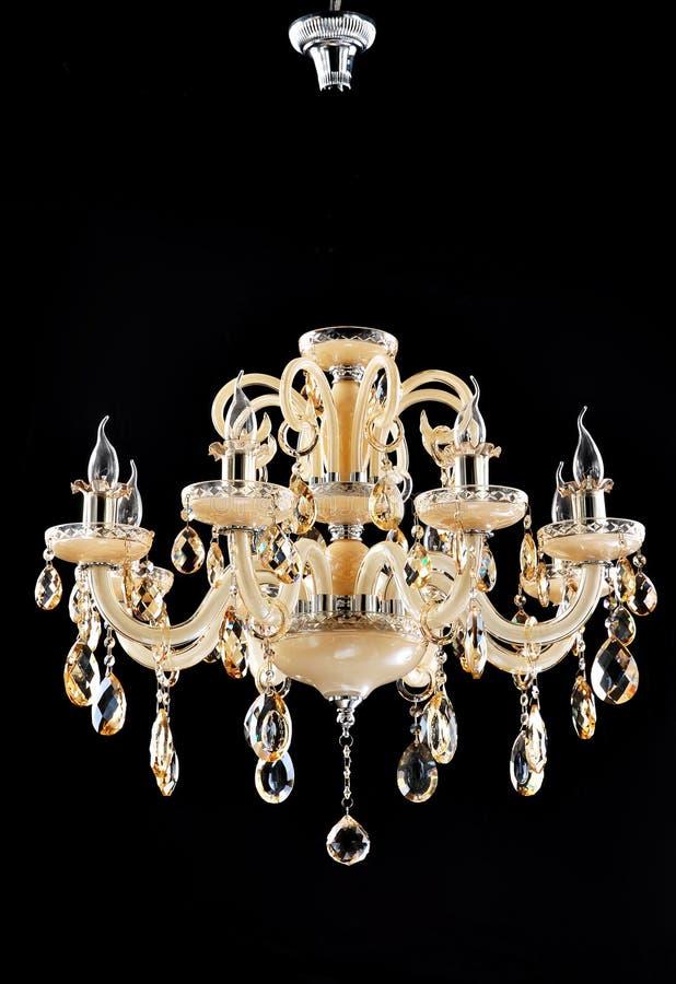 lámpara más chandlier cristalina de la iluminación fotos de archivo