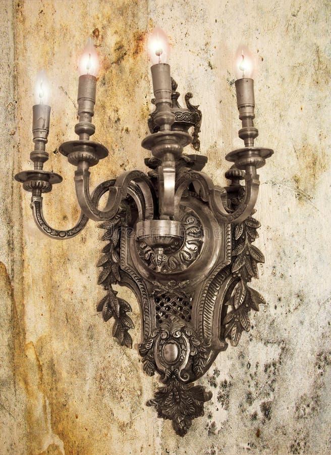Lámpara medieval del hierro fotos de archivo
