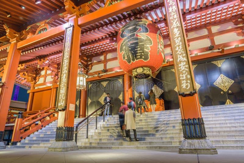 Lámpara roja gigante del templo de Sensoji en Tokio, Japón imagen de archivo libre de regalías