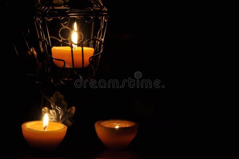 Lámpara, vela que brilla en la oscuridad Llama de Challis Composición artística iluminación fotografía de archivo libre de regalías