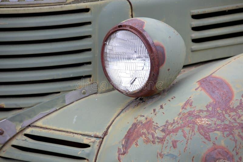 Lámpara vieja de la cabeza del camión fotos de archivo
