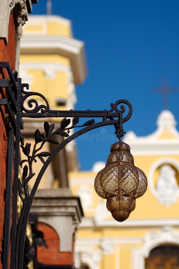 Lámpara y catedral antiguas, Sorrento, Italia imagen de archivo libre de regalías