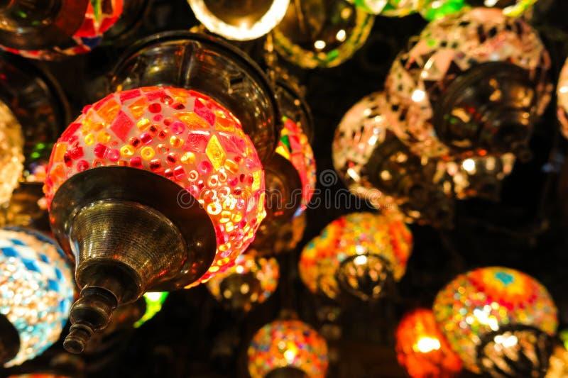Lámparas cristalinas para la venta en el bazar magnífico en Estambul foto de archivo libre de regalías