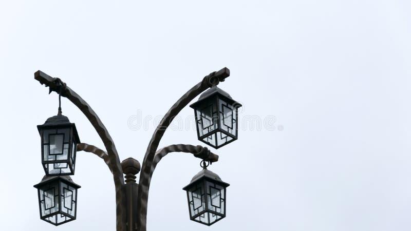 Lámparas de calle victorianas en el fondo blanco foto de archivo