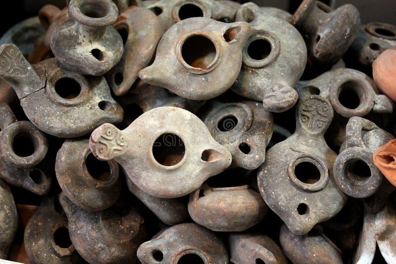 Lámparas de la arcilla en mercado árabe imagen de archivo
